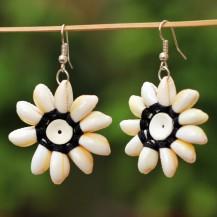 'Black Shell Flower